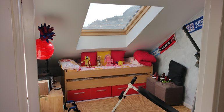 12 dormitorio 2 parte de arriba