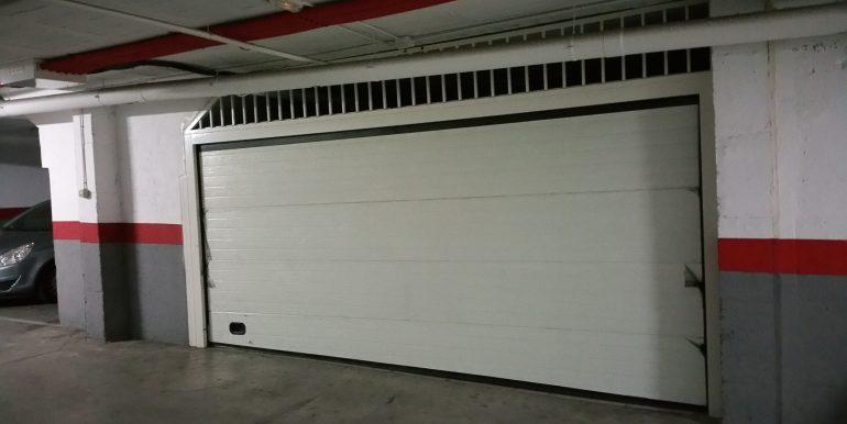 17 puerta de garaje particular
